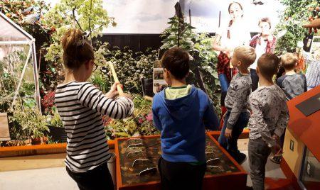 Leerlingen Sterrenschip openen expo DCA