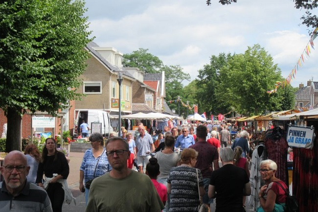 Braderie met vlomarkt tijdens feest4daagse in Norg